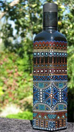 Painted Glass Bottles, Glass Bottle Crafts, Wine Bottle Art, Diy Bottle, Dot Art Painting, Mandala Painting, Tribal Pattern Art, Mandala Art Lesson, Bottle Painting