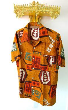 1970s Hawaiian shirt. ( Pineado por @TuPlanC )