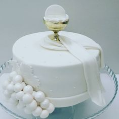 Communion Dresses, First Communion, Butter Dish, Dishes, Sprinkle Cakes, Cake Piping, Paper, Vestidos, White Chic