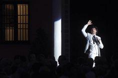Y la noche se cernió sobre el @SevillaAlcazar para ser testigo del concierto #Generación27 de @manuellombo Foto: #ABC de #Sevilla