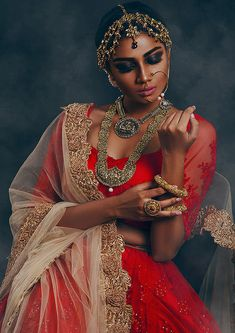 Indian fashion has changed with each passing era. The Indian fashion industry is rising by leaps and bounds, and every month one witnesses some new trend o Indian Attire, Indian Wear, Indian Outfits, Indian Dresses, Indian Photoshoot, Bridal Photoshoot, Indian Bridal Fashion, Asian Fashion, Saris