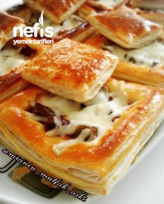 Volovan Pizza  #volovanpizza #pizzatarifleri #nefisyemektarifleri #yemektarifleri  #tarifsunum #lezzetlitarifler #lezzet #sunum #sunumönemlidir #tarif  #yemek #food #yummy Pizza, Bread Baking, Beautiful Cakes, Apple Pie, Sandwiches, Desserts, Recipes, Food, German