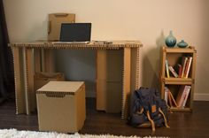 While there is a demographic of young urbanites moving around often, living in apartments and other temporary accommodation, there is also a need for temporary and affordable furniture. Micro Apartment, Tiny Apartments, Cardboard Furniture, Cardboard Crafts, Karton Design, Affordable Furniture, Furniture Making, Small Spaces, Desk