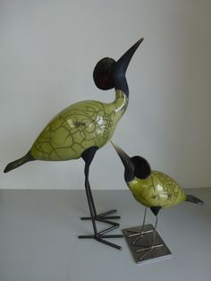birds with metal feet Clay Birds, Concrete Art, Bird Crafts, Bird Sculpture, Gourd Art, Ceramic Art, Pottery, Statue, Art Deco
