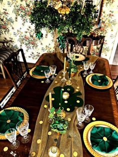 We got plenty of ideas over St. Patrick's Day party decors for adults you can copy, and they are pretty easy too. Christmas Advent Wreath, Christmas Candles, Modern Christmas, Scandinavian Christmas, Advent Wreaths, Reindeer Christmas, Dad Birthday Card, Birthday Gifts For Husband, Birthday Bash
