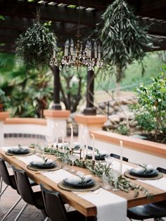 Organic inspired table: http://www.stylemepretty.com/2015/05/14/romantic-minimalism-wedding-inspiration/   Photography: Kurt Boomer - http://www.kurtboomer.com/