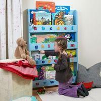 Underbar bokhylla som gör det lätt för ditt barn att välja böcker utifrån hur de ser ut!