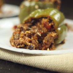 How to make Slow Cooker Stuffed Peppers. Substitute rices cauliflower for low carb version. Crock Pot Slow Cooker, Crock Pot Cooking, Slow Cooker Recipes, Crockpot Recipes, Venison Recipes, Meat Recipes, Cooking Recipes, Healthy Recipes, Dining