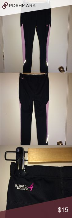 New Balance Running Leggings These leggings are great for work outs, and have a drawstring at the waist New Balance Pants Leggings