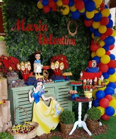 Festa Branca de Neve: 150 ideias e tutoriais para uma festinha encantada Disney Princess Birthday, Cinderella Birthday, First Birthday Party Supplies, First Birthday Parties, Balloon Decorations Party, Party Themes, Snow White Birthday, Balloons, White Parties