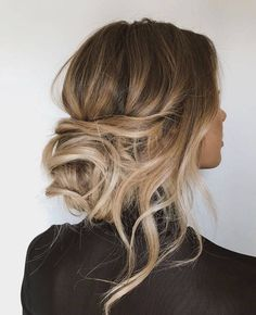 10 Trending Bridal Hairstyles With Halo Hair Extensions - Best Frisuren Low Bun Hairstyles, Pretty Hairstyles, Relaxed Hairstyles, Bridal Hairstyles, Hairstyle Ideas, Chignon Hairstyle, Hair Messy Updo, Summer Hairstyles, Relaxed Updo