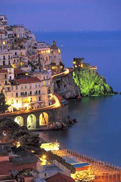 Italian Summers, Amalfi Coast, Italy via http://www.exquisitecoasts.com/  Italy  Accéder au site pour information   http://storelatina.com/italy/travelling #viajemitalia #Italyrecetas #feriasitalia #receitasitalia