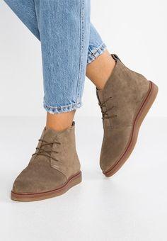 1bea7fa4eb56 42 meilleures images du tableau chaussures hiver