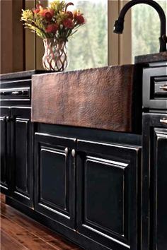 Have a flair for the dramatic? Try our bold Marquette Cherry Square door fronts with a dark Onyx finish.