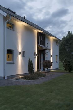 If you are seeking a striking system that could add to the safety of your house, then you must utilize outdoor residential lighting. This type of ligh. Modern Exterior Lighting, Modern Outdoor Wall Lighting, Facade Lighting, Backyard Lighting, Exterior House Lights, Exterior Wall Light, Outdoor Garage Lights, Architectural Lighting Design, Modern Courtyard