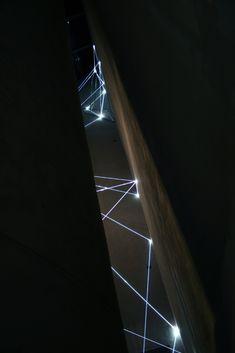 Carlo Bernardini, La Rivincita dell'Angolo 2011; fibre ottiche, acciaio inox, mt h 18x3x4. MACRO Museo d'Arte Contemporanea di Roma.
