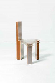 Travail anonyme - Chaise tripode - Bois et plexiglas. - Stoel - Hout en [...], Interior auction à Cornette de Saint Cyr Bruxelles | Auction.fr