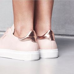 Pale pink dropping in October #axelarigato