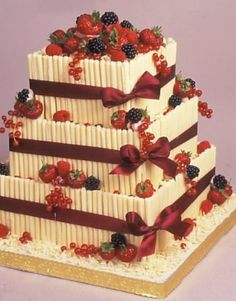 торт (от итал. torta, ранее оТортт лат. tōrta, круглый хлеб)