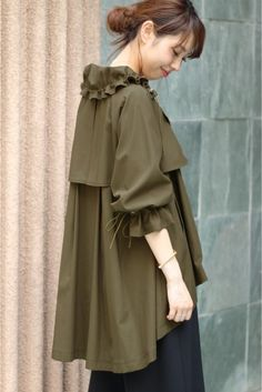 Raincoats For Women Weather Iranian Women Fashion, Sleeves Designs For Dresses, Fashion Model Poses, Elegant Dresses For Women, Girl Sleeves, Raincoats For Women, Fashion Sewing, Japan Fashion, Parka
