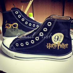 Scarpe Converse dipinte a mano di Harry Potter. di RahulMistry