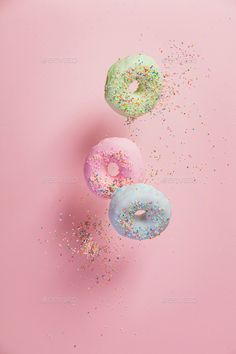 Sweet and colourful doughnuts with sprinkles falling or flying i by klenova. Sweet and colourful doughnuts with sprinkles falling or flying in motion against pastel pink background Food Wallpaper, Pastel Wallpaper, Flower Wallpaper, Aesthetic Iphone Wallpaper, Aesthetic Wallpapers, Pretty Wallpapers, Pretty Pastel, Pink Aesthetic, Wall Collage