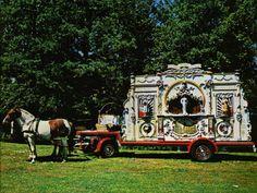 Het draaiorgel De Gouwe was eigendom van Gijs Perlee tee Amsterdam, het orgel werd vanaf 4 april 1954 gehuurd door A.M. Veffer. Het kwam op die dag in Leeuwarden aan, het orgel werd geexploiteerd door de beide heren A.M.Veffer en door Klaas Tolsma. Aan het eind van de jaren 50 trok Veffer zich terug en werd het orgel verder gexploiteerd door Tolsma. In 1985 ging het orgel voor onderhoud naar Amsterdam maar keerde helaas niet terug. Het staat tegenwoordig in het museum van Heineken bierbouwer...