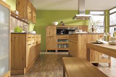 Diese schöne Holzküche mit Insel ist von der Firma Goehring