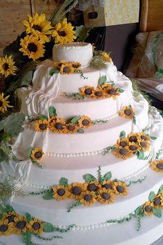 Torta nuziale con girasoli. Le torte nuziali di Preludio Catering. Banqueting per matrimoni, menu per ricevimento matrimonio.…
