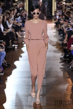 Stella McCartney Spring-summer 2014 - Ready-to-Wear - http://www.flip-zone.net/fashion/ready-to-wear/fashion-houses-42/stella-mccartney-4208 - ©PixelFormula