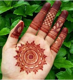 Mehndi Designs will blow up your mind. We show you the latest Bridal, Arabic, Indian Mehandi designs and Henna designs. Palm Mehndi Design, Mehndi Designs Book, Finger Henna Designs, Mehndi Designs For Beginners, Modern Mehndi Designs, Mehndi Designs For Girls, Mehndi Design Photos, Wedding Mehndi Designs, Dulhan Mehndi Designs