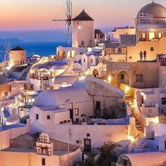 Spectacular Santorini courtesy of @sennarelax