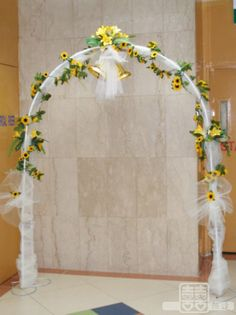 Free flower decorating tutorials httpwedding flowers and tulle covered wedding arches the wedding specialiststhe wedding specialists junglespirit Image collections