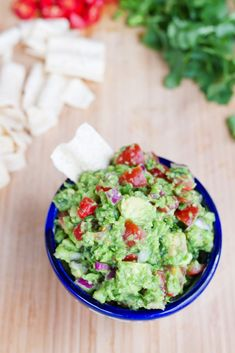 Healthy guacamole made with frozen peas. Lower in calories and fat than regular … Healthy guacamole made with frozen peas. Lower in calories and fat than regular guac, but tastes just as good! Guacamole Recipe, Avocado Recipes, Vegan Recipes, Cooking Recipes, Protein Recipes, Healthy Baking, Healthy Snacks, Healthy Eats, Healthy Sides