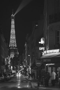 Find images and videos about city, paris and france on We Heart It - the app to get lost in what you love. Gray Aesthetic, Black And White Aesthetic, Aesthetic Photo, Aesthetic Pictures, Black And White Picture Wall, Black N White, Black And White Pictures, Bedroom Wall Collage, Photo Wall Collage
