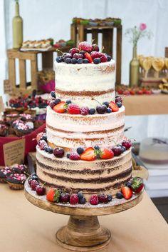 Eine traumhafte Sommerhochzeit mit einem Naked Cake als Hochzeitstorte