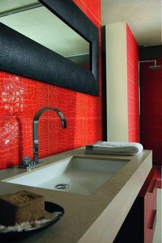 Shinny red back splash on this bathroom  #dreambathroom