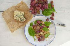 Kéksajtos őszi saláta bulgurral és dióval