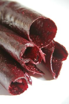Free Spirit Eater: Strawberry, Blueberry Pomegranate Fruit Leather. I am making these!