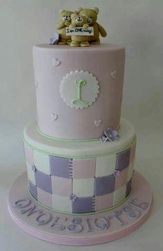 Gurls Pink, Purple & White cake