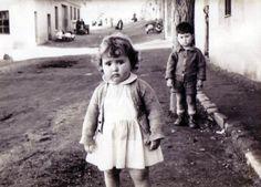 """""""Mi madre con 2 años (año 1958) en la calle Carmen Montoya (Madrid), donde vivía antes en una casita baja. Fuimos hace un año y ahora toda aquella zona es irreconocible, incluso para ella""""."""