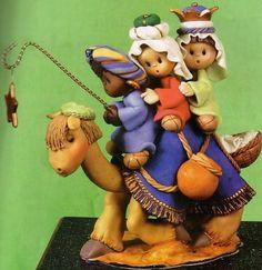 Christmas Clay, Christmas Projects, Christmas Ornaments, Fondant Animals, Clay Animals, Clay Fairy House, Clay Fairies, Mary And Jesus, Pasta Flexible