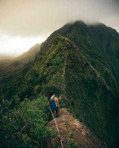 Hiking in Oahu, Hawaii, USA  Photo by jordanlacsina