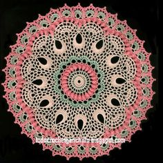 Patron de carpeta redonda tejida al crochet con gran diseño artístico de origen ruso