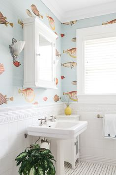 Realm Interiors Boston Home With San Francisco Design Style How One Designer Pulled Off Cali-Cool in Nautical Bathrooms, Beach Bathrooms, Large Bathrooms, Chic Bathrooms, Bathroom Sets, Small Bathroom, Master Bathroom, Fish Bathroom, Bathroom Showers