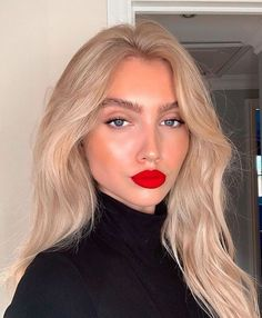 Best Makeup Ideas to Rock the Red Lipstick! Red Lip Makeup Look Black Women Ideas Lipstick Makeup Red rock Red Lipstick Makeup Blonde, Red Lips Makeup Look, Skin Makeup, Red Lipsticks, Blonde Hair Looks, Brown Blonde Hair, Blonde Wig, Short Blonde, Red Lips Outfit