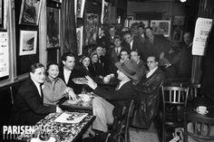 Intérieur du café de La Coupole , à Montparnasse. Paris, vers 1930.