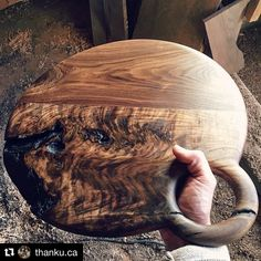 #Repost what character!! Another stunner from @thanku.ca ... check out his work!! ・・・ -live tastefully- Character is what makes us stand… Diy Cutting Board, Wood Cutting Boards, Wooden Cheese Board, Wood Chopping Board, Small Wood Projects, Charcuterie Board, Wood Creations, Wood Turning, Woodworking Projects Plans