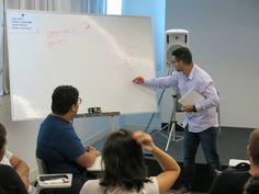 """Explicando a ferramenta """"Metas e Objetivos em Social Media"""", no curso: Mídias sociais do planejamento à execução."""