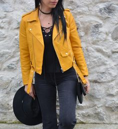 perfecto zara jaune _1054 Denim Jacket Outfit Winter, Yellow Jacket Outfit, Yellow Puffer Jacket, Leather Jacket Outfits, Girl Fashion Style, Fashion Mode, Look Fashion, Zara Outfit, Yellow Leather